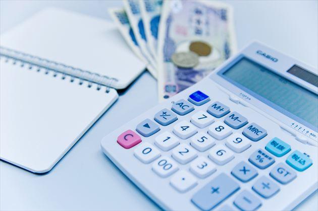 お金と電卓とノート