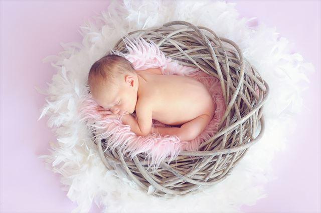 生まれたばかりの0ヶ月・新生児の赤ちゃんの画像