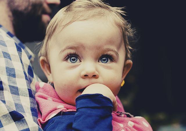 生後9ヶ月の赤ちゃんの画像